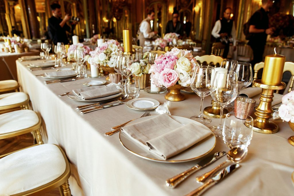 Gold-Decor-Tables-Wedding