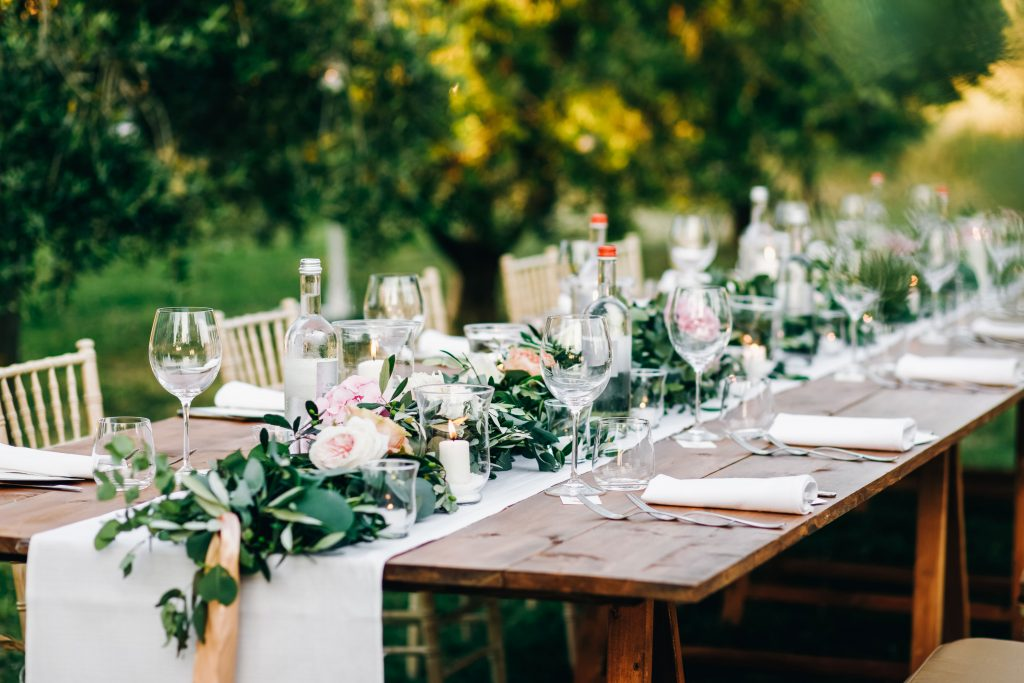 minimal-botanical-wedding-table